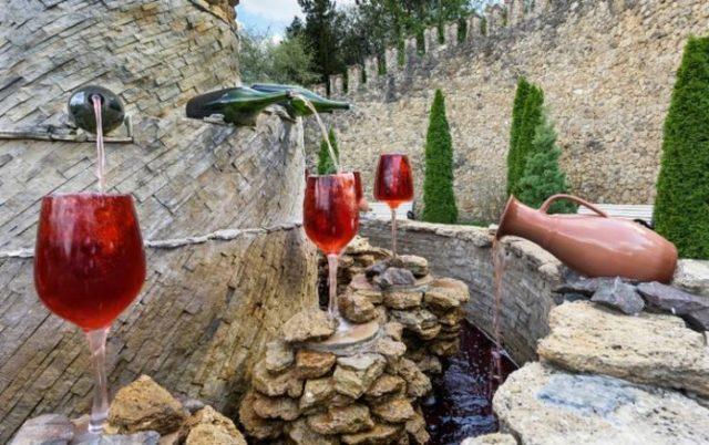 В Италии открывается бесплатный винный фонтан
