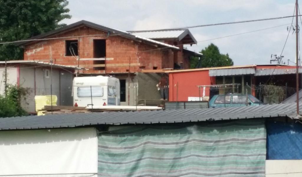 Цыганские дома в Турине