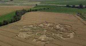 Загадочные круги на полях пшеницы в Турине Италия