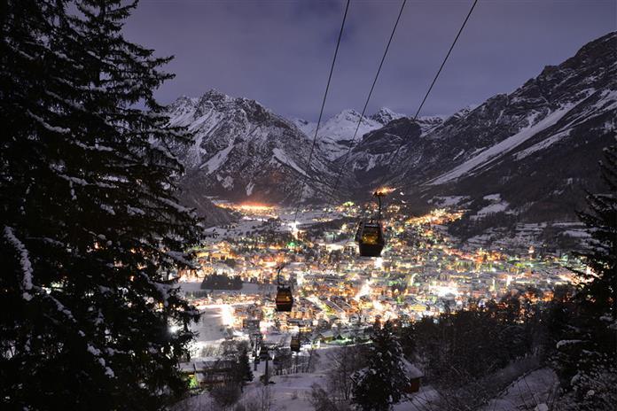 Бормио в провинции Сондрио, регион Ломбардия в Альпах на севере Италии