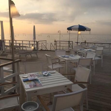 Ресторан на берегу моря бани сант Анн