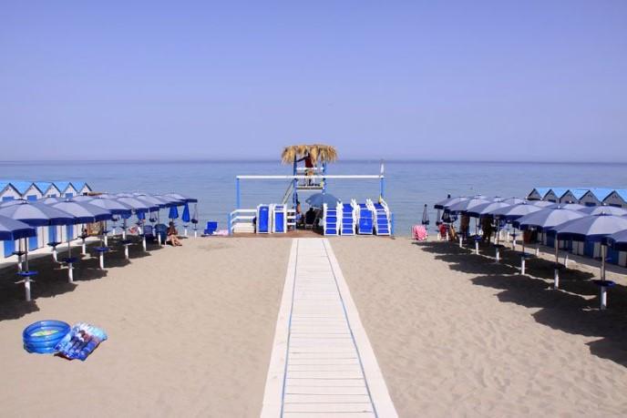 Ресторан в Лидо Марамар на берегу моря
