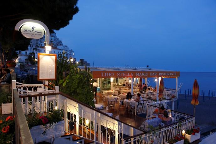 Ресторан на берегу моря в Италии морская звезда