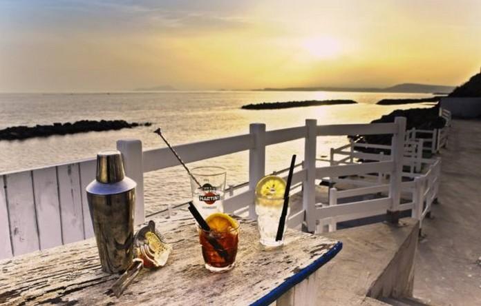 Ресторан греческая башня на берегу моря в Италии