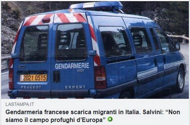 Французская жандармерия вывозит мигрантов в Италию Турин в октябре 2018 года