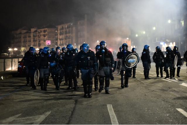 хаос в Турине во время шествия анархистов