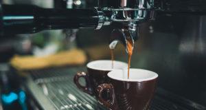 https://www.guidatorino.com/il-caffe-espresso-e-nato-a-torino-storia-di-una-bevanda-sabauda-dal-successo-mondiale/