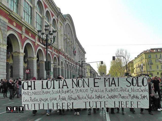 Anarchici al corteo di Torino manifestazione