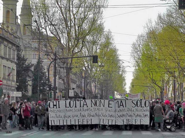 Anarchici al corteo di Torino corso vittorio emanuele