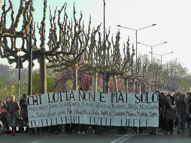 Anarchici al corteo di Torino chi lotta non e mai solo