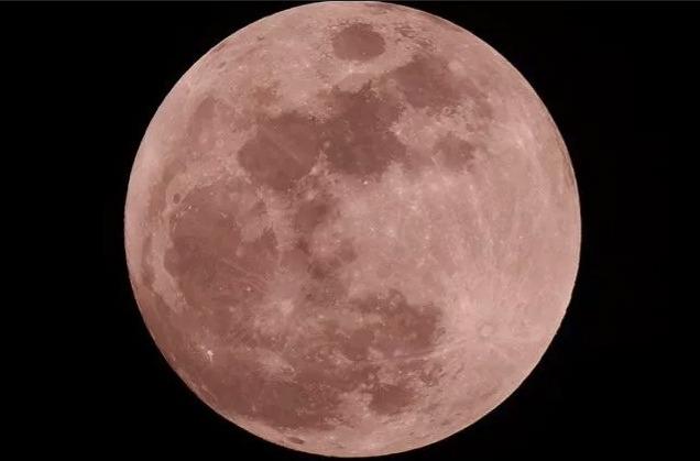 Розовая луна в Турине