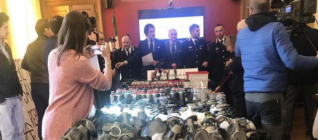 Арсенал изъятый у анархистов задержаных в Турине События Турина апрель 2019 года