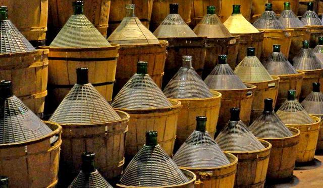 Лучшие винодельни Пьемонта - Где купить разливное вино в Турине.