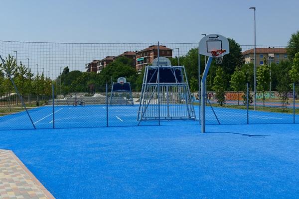 В Турине открылся новый парк баскетбольная площадка