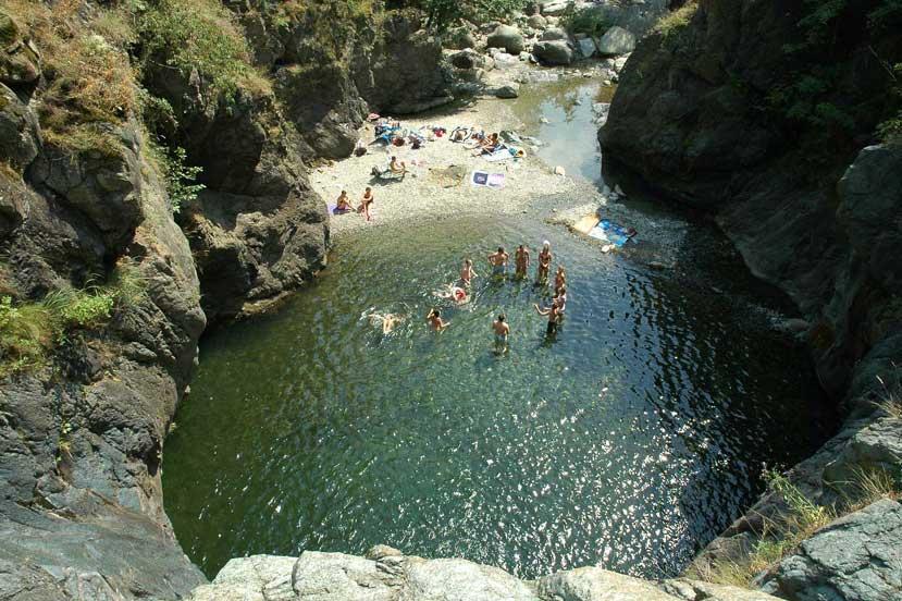 Погружение в природу Пьемонта: озера, ущелья и каньоны