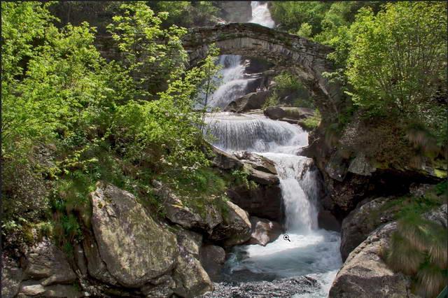 Замечательные горные речки в Альпах лето в Пьемонте