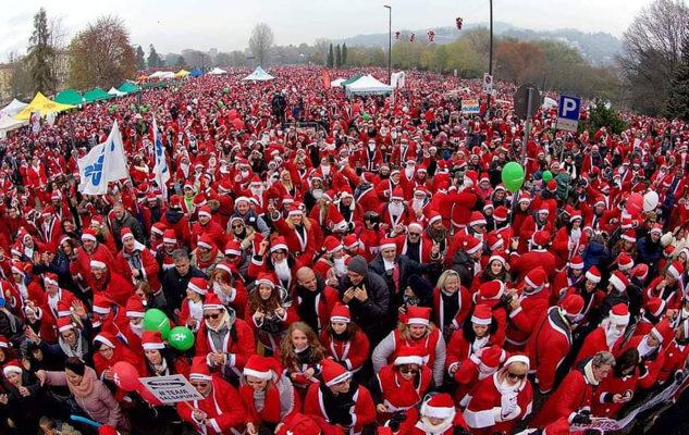 Парад Дед Морозов 2019 года в Турине События Турина в ноябре 2019