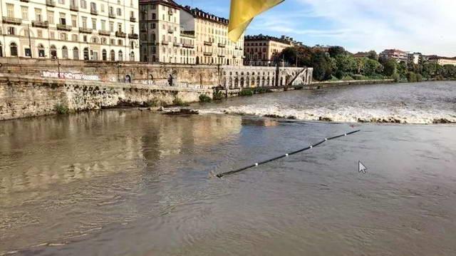 Барьеры созданные на реке По в Турине должны были собирать мусор, вместо этого они тоже превратились в мусор.