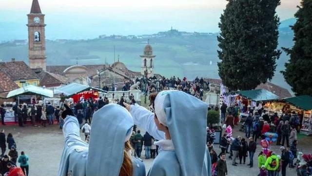 Исторический поезд до города Дед Мороза в Италии Турин