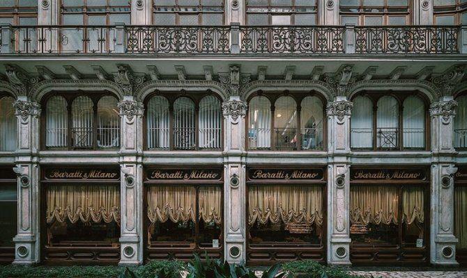 Место встречи художников и интеллигенции, место на Piazza Castello вошло в историю Турина