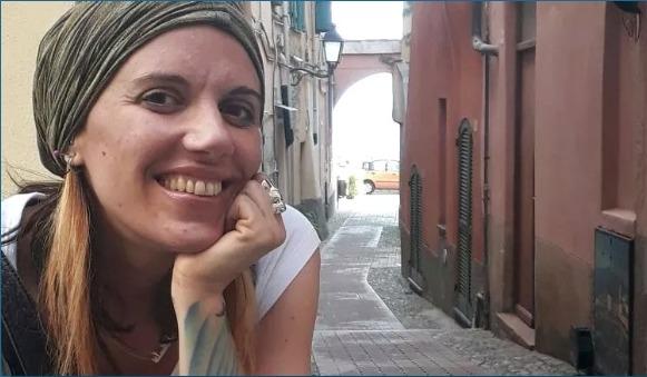 Итальянка из Турина возмущена что ее не берут на работу из татуировок на руках.