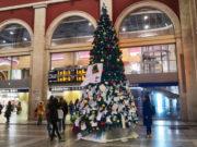 Новогодняя елка в Турине на железнодорожном вокзале