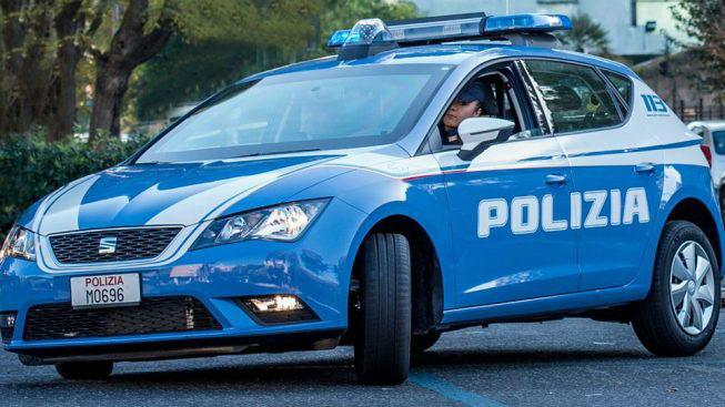 двое полицейских из полицейского участка Барриера-ди-Милано были окружены дюжиной торговцев наркотиками в Турине