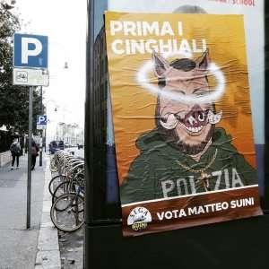Сальвини становится кабаном на туринских плакатах