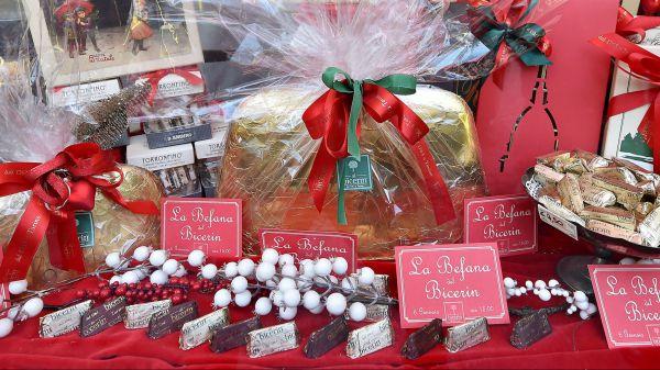 Турин огромная 5 килограммовая конфета Джандуйотто в знаменитом кафе Аль Бечерин