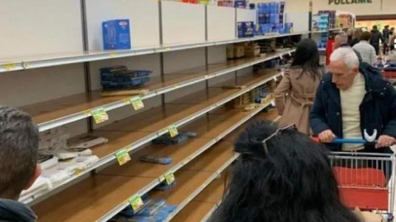 Пустые полки в некоторых супермаркетах Турина и провинции