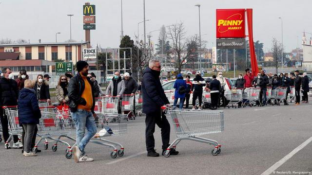 Избежать очередей в Турине в супермаркеты Италии в период коронавируса