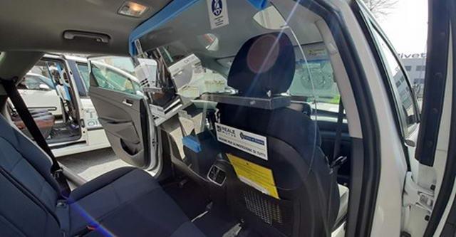 такси в Турине установлены перегородки для обеспечения безопасности водителей такси и пассажиров