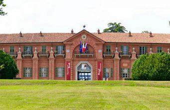 Борго Кастелло поместье Савойской династии в парке Ла Мандрия