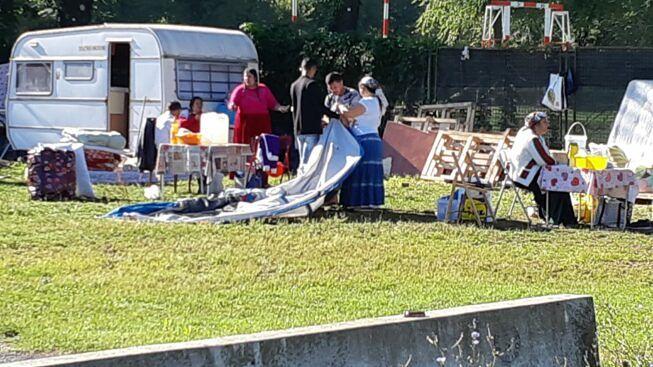 Цыгане на площади Арми в Турине демонтаж палаток