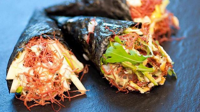 житель Турина создал Crushing - первые суши из сырого мяса.