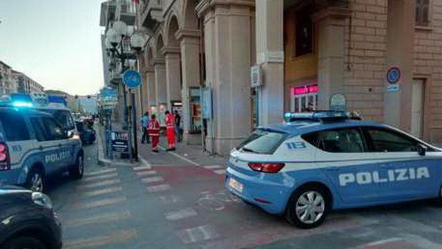 Психически больная женщина взяла в заложники продавщицу из ювелирного магазина на via Nizza в Турине