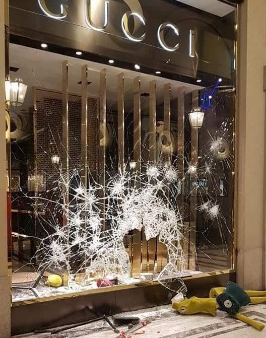 Уличные войны Турин разбит и ограблен магазин Гуччи