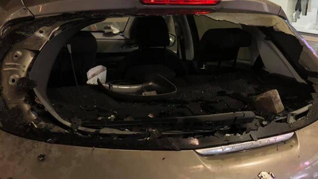 Уличные войны и беспорядки в Италии Турин разбитый авто