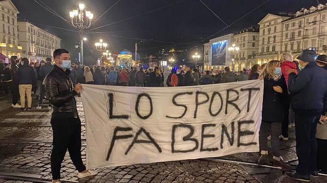 Уличные беспорядки в Турине закрытие спортзалов в Италии