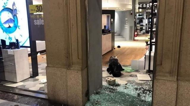Уличные беспорядки в Турине разбитые витрины
