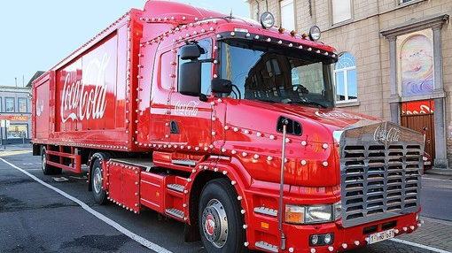 Рождество 2020 года дарит Турину и его окрестностям проезд легендарного грузовика Coca Cola