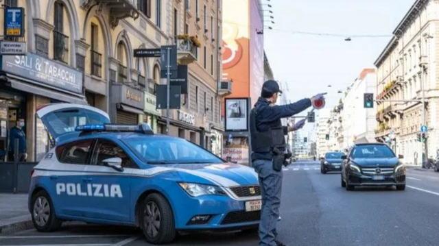 Рождество взаперти Италия. Разрешено только по двое в машине На дорогах будут дежурить сотни патрулей для контроля движения