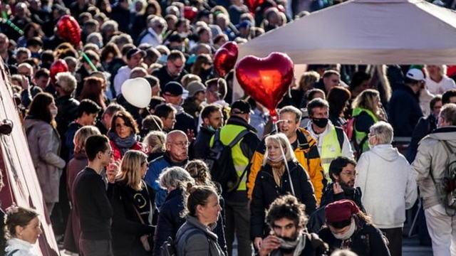 Тысячи людей вышли на протест против Ковида в Германии