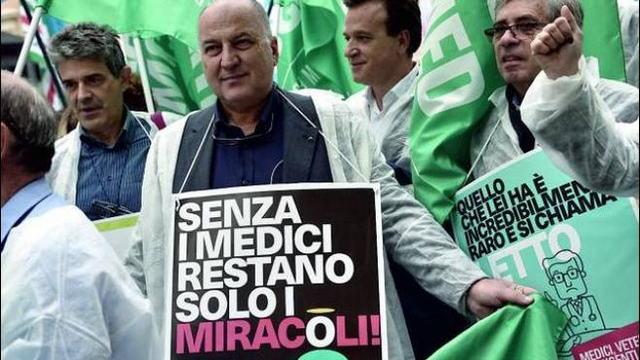 По всей Италии проходят протесты врачей. Раньше они нас называли героями, а теперь мы не кому не нужны
