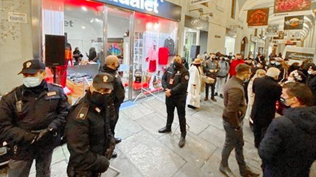 Фабрицио Корона реклама магазина в Турине