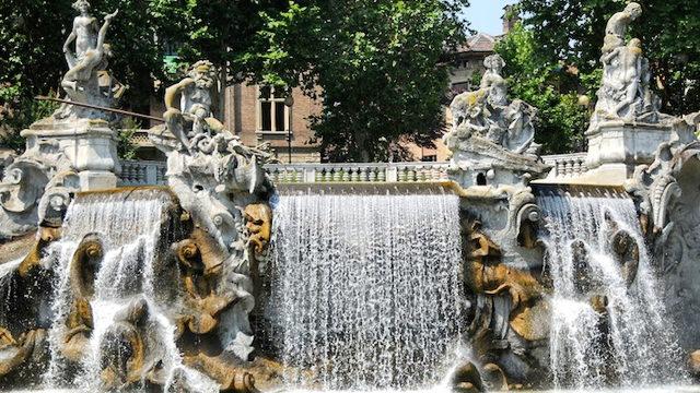Фонтан 12 месяцев в Турине