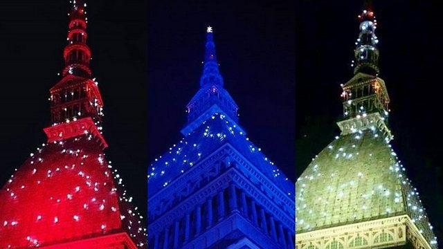 Моле Антонеллиана Башня будет подсвечена синим, красным или пузырьками в зависимости
