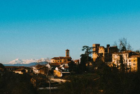 Рокка д'Ариньяно от замка-призрака до очаровательного отеля в Пьемонте