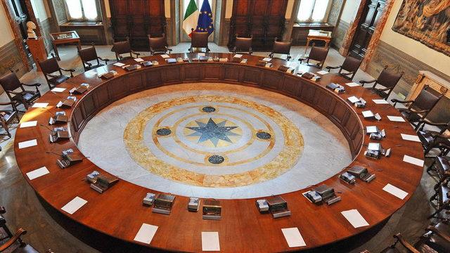 который не может быть преобразован в закон парламентом Италии