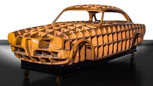 В Екатеринбургском музее в России выставлены 3 знаменитых старинных автомобиля, предоставленных Туринским музеем MAUTO